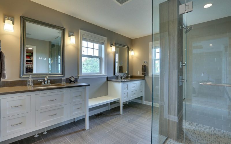 213259-5-master-bathroom